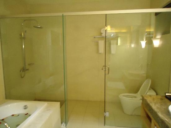 The Jineng Villas: shower