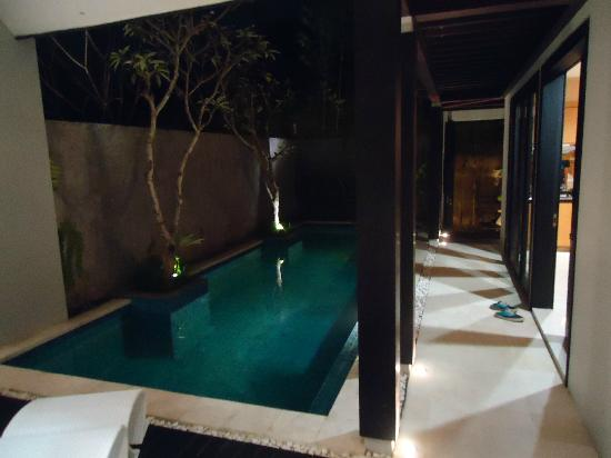The Jineng Villas: pool at night