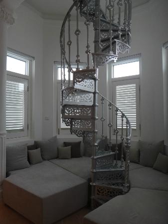 Macalister Mansion : Room 4, the spiral staircase which leads to the tower.