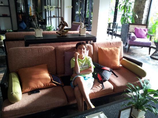 Impiana Resort Chaweng Noi: The hospitality Lounge