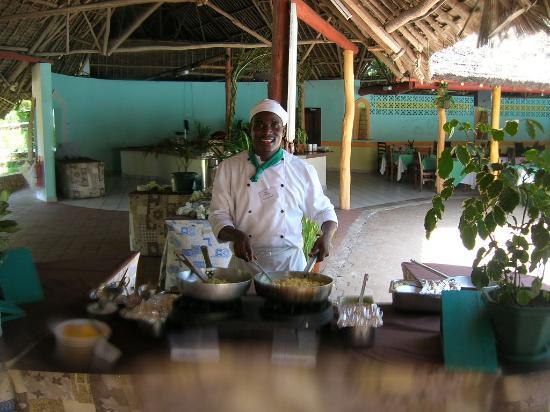 Turtle Bay Beach Club: Le cuisinier à l'oeuvre