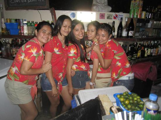 El Galleon Beach Resort & Hotel: Bar staff