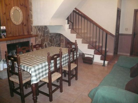 Casas Rurales Los Olivos: 04. salón-comedor