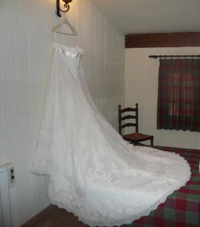 Casas Rurales Los Olivos: 22. vestido novia habitación