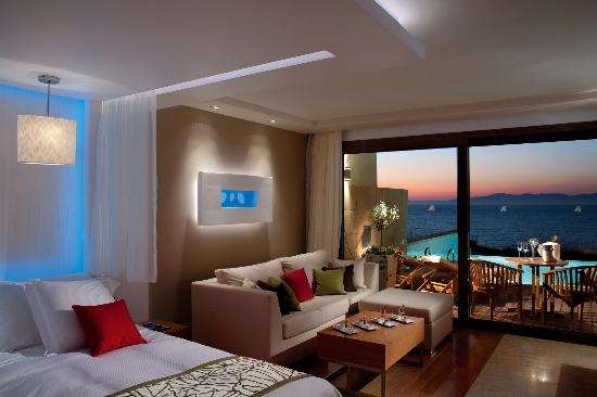 Amathus Elite Suites Photo