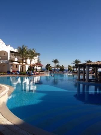 Jaz Dahabeya: pool with beach just behind
