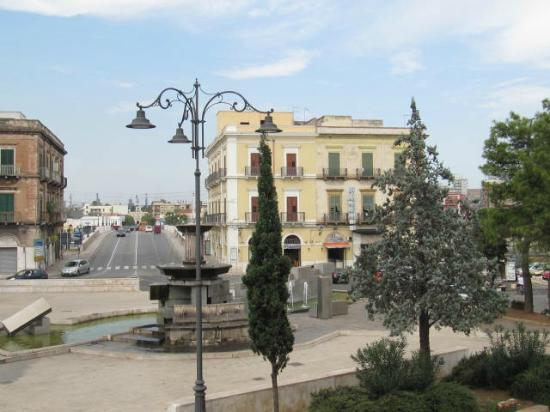 Hotel L'Arcangelo: View of the Piazza and the bridge to the mainland from hotel