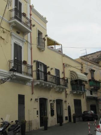 Hotel L'Arcangelo: The Hotel from the Piazza Fontana