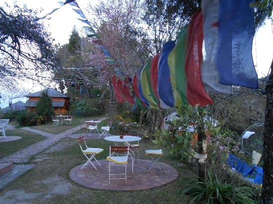Nagarkot Farmhouse Resort: Garden