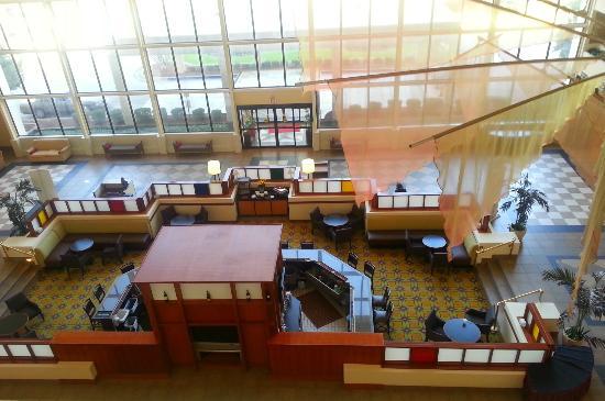 Atrium Hotel & Suites, DFW Airport South: Bar