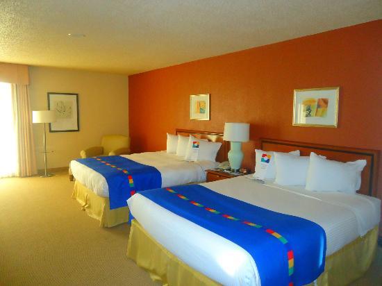 Atrium Hotel & Suites, DFW Airport South: Beds were so Confe.