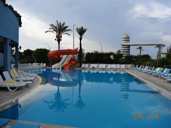 Krizantem Hotel: Main outside pool