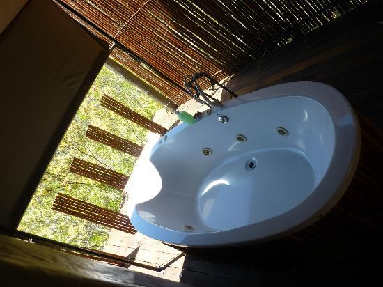 Le Petit Karoo Ranch: baignoire