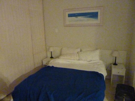 Cascades Holiday Apartments: lit