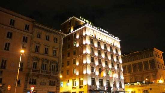 Sina Bernini Bristol: hotel exterior at night