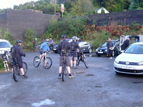 Afan Lodge: Getting ready to ride in the car park