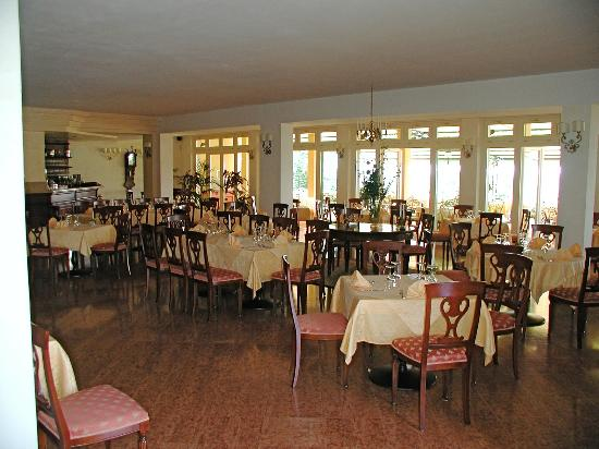 Hotel La Dolce Vita: sala interna colazioni