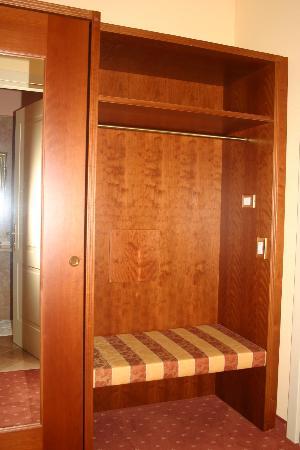 Hotel La Dolce Vita: particolare in camera