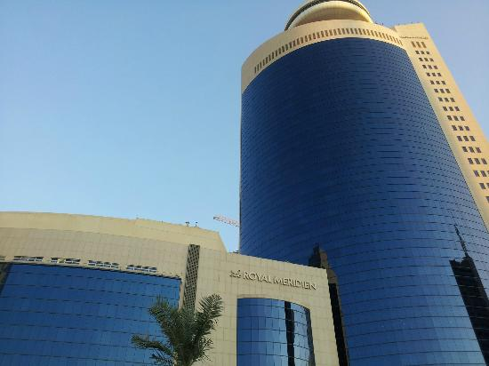 Le Royal Meridien Abu Dhabi: View up from pool