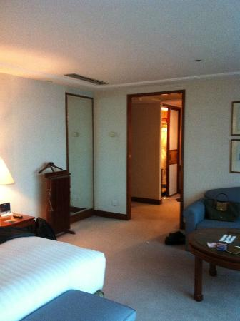 The Royal Pacific Hotel & Towers: Wardrobe at the far end