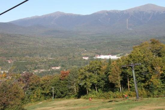 Omni Bretton Arms Inn at Mount Washington Resort: View of hotel. The Inn is to the left of the main building