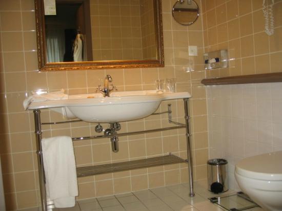 Hotel Royal - Manotel Geneva: Jolie salle de bains