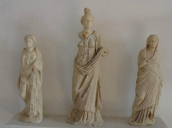 Archaeological Museum : Ancient Statues