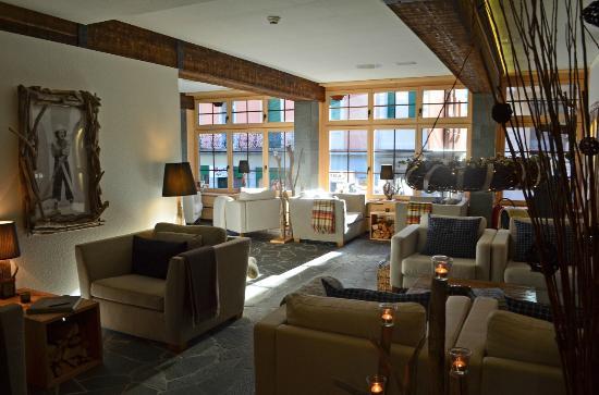 Spannort Hotel & Restaurant: lobby sitting area