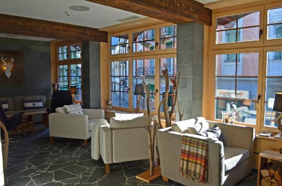 Spannort Hotel & Restaurant: Spannort lobby sitting area