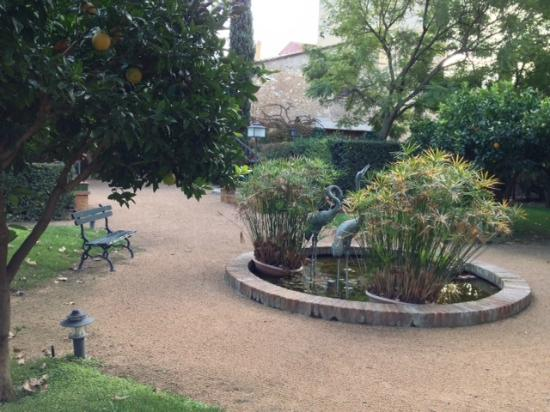 Hotel Mas la Boella : Hotel Approach