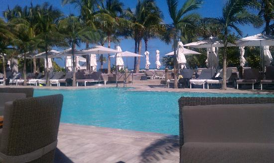 The St. Regis Bal Harbour Resort: poolside
