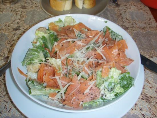 Richman Poorman Guesthouse: Salmon Ceaser