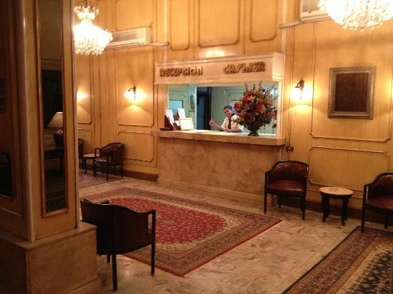 Victoria Hotel: Reception