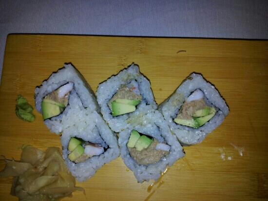 Dao Sushi : Worm walking alive on plate