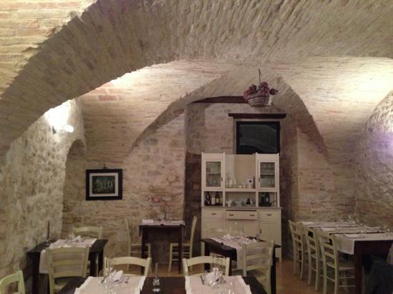 Taverna del Sette: Pietra ed eleganza.