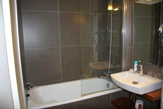 Hotel Le 20 Prieure: bathroom