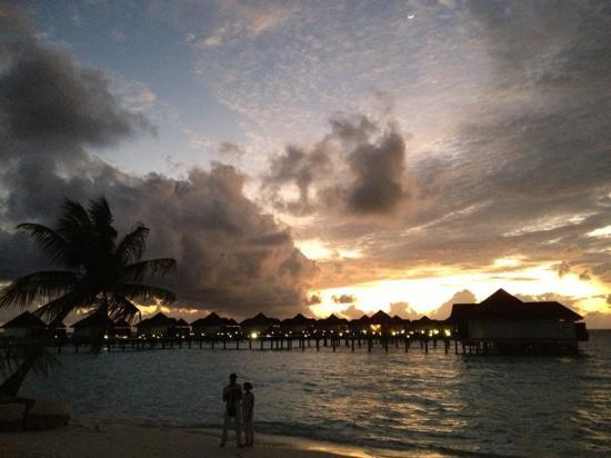 โรบินสัน คลับ มัลดีฟส์: Sundowner @ ROBINSON Club Maldives