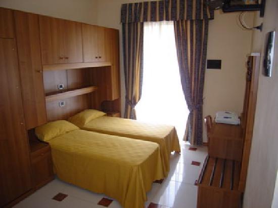 Hotel Mari 2: Twin Room