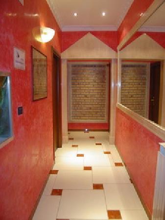 Hotel Mari 2: Hallway