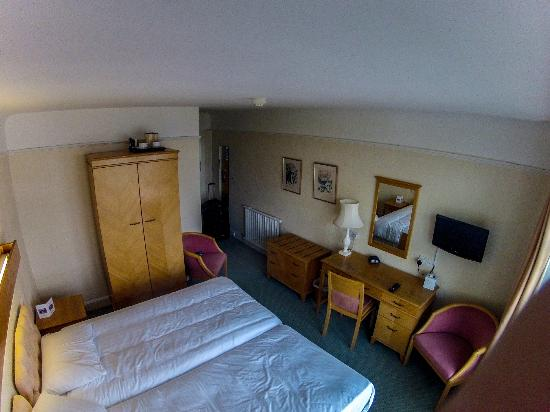 BEST WESTERN Hotel Bristol: Hotel room from the outside wall.