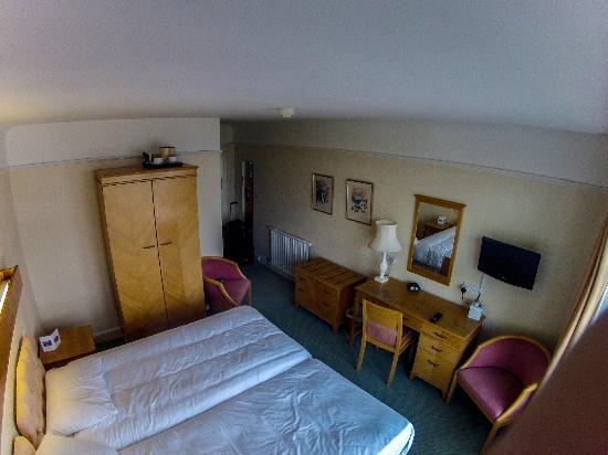 بست ويسترن هوتل بريستول: Hotel room from the outside wall. 