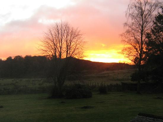 Loch Achray Hotel: stunning sun rise from our bedroom window