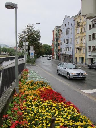 Hotel Schwarzer Bär: Strasse vor dem Hotel