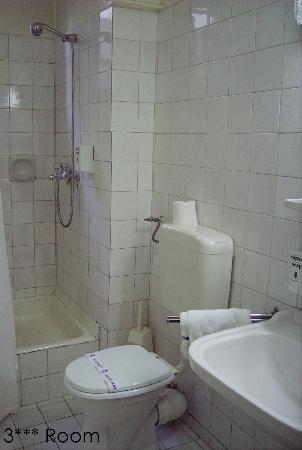Minerva Hotel: Bathroom 3 stars