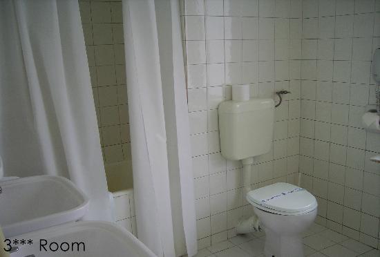 Minerva Hotel: 3 stars bathroom