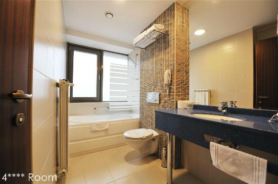 Minerva Hotel: Bathroom 4 stars