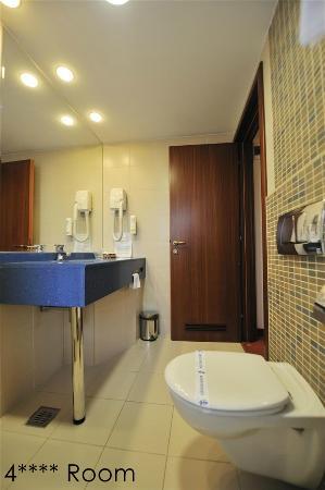Minerva Hotel: 4 stars bathroom