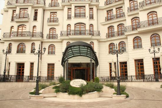 Bed room bild fr n epoque hotel bukarest tripadvisor for Epoque hotel