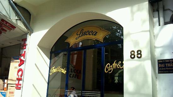 Lucca: エントランス