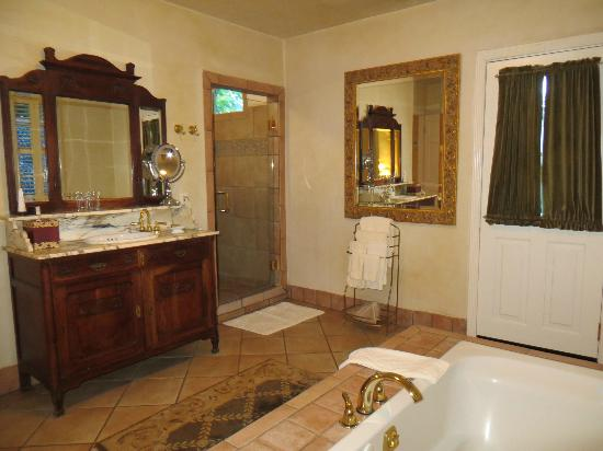 Kenwood Inn and Spa, A Four Sisters Inn: bathroom